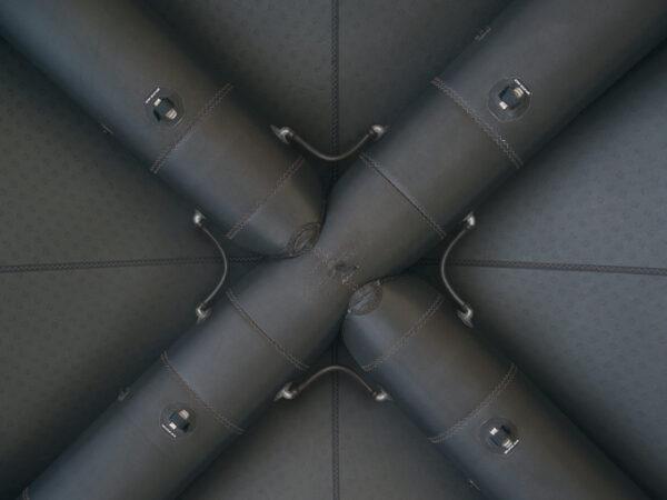 das stabile Luftkammersystem garantiert ein schnelles und kostantes Aufrichten des Zeltes
