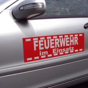 """Magnetschild """"Feuerwehr im Einsatz"""" Design 2012 rot retroreflektierend, 610 x 180 mm"""
