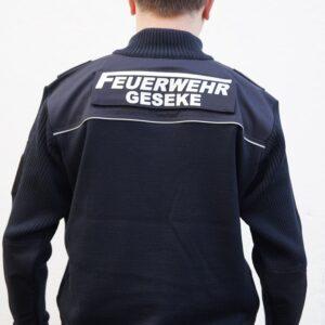 Feuerwehr Funktionsstrickjacke Modell Logo mit Ortsname Rücken